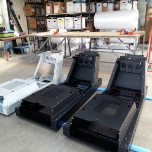 Réalisation d'un simulateur de conduite automobile en acier électrozingué et aluminium. Poinçonnage - Pliage - Assemblage par rivetage - Peinture